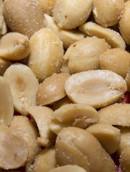 Peanuts might equal red wine in health benefits (Photo: EuroMagic)