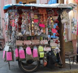 Cart in Mexico selling herbal remedies (Photo: Wikimedia)