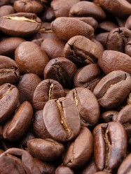 Roasted coffee beans have the highest furan levels (Photo: MarkSweep)