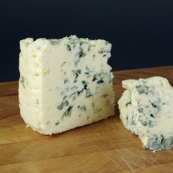 Roquefort cheese seems to be particularly beneficial (Photo: Rainer Knäpper)